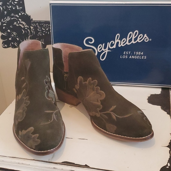 Anthropologie Shoes - Seychelles Embroidered Lantern Suede Booties
